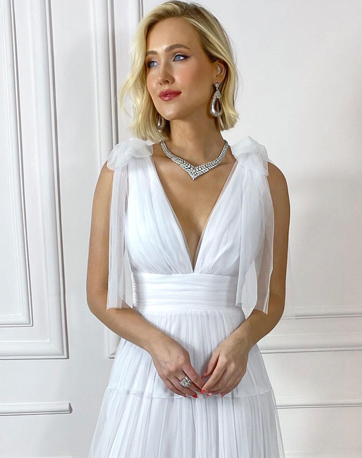 Vestido Branco em Tule com Alça de Amarrar e Saia com Babados