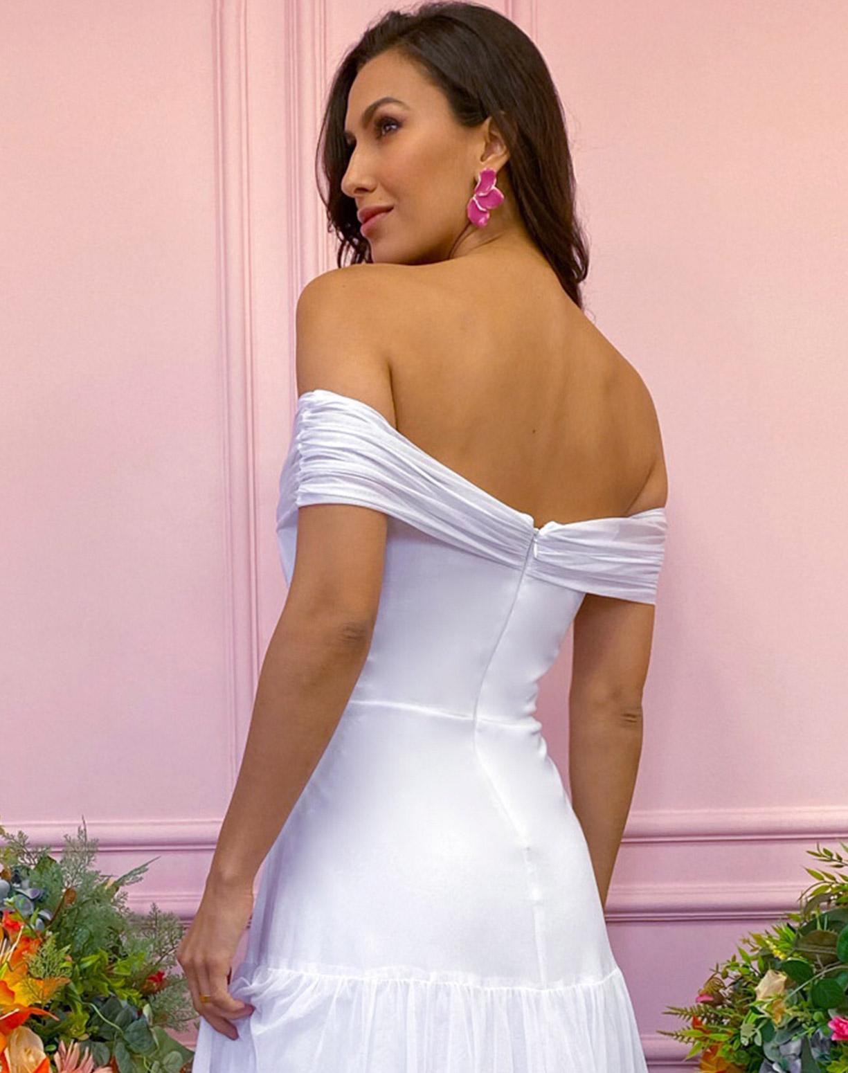 Vestido Branco em Tule com Decote Ombro a Ombro