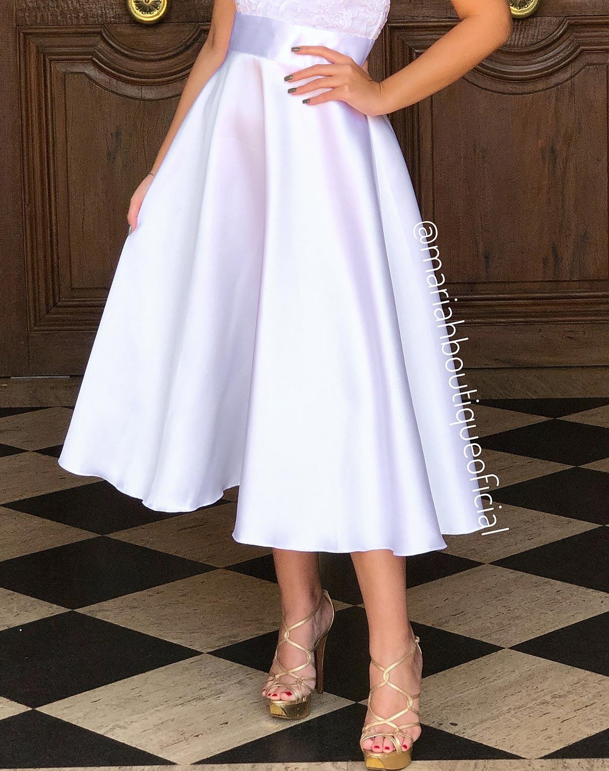 Vestido Branco Midi com Corpo em Renda e Saia em Zibeline