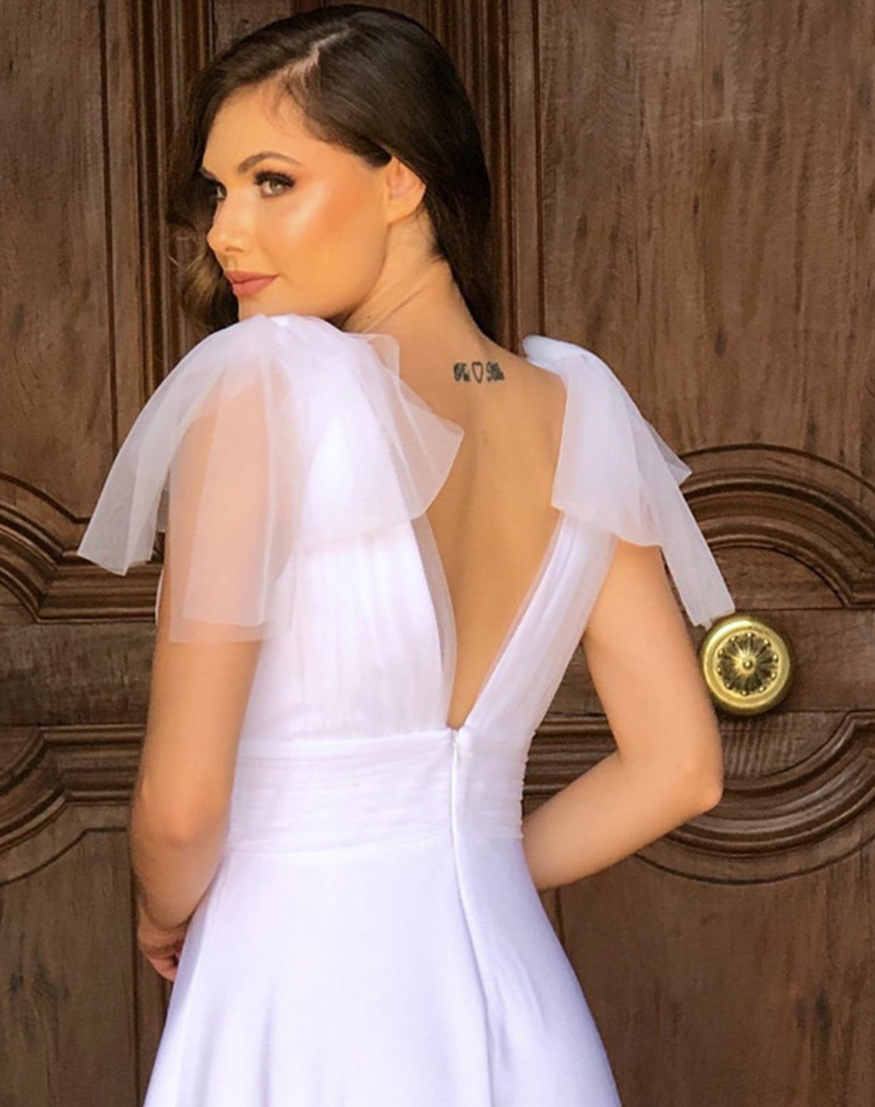 Vestido Branco Midi com Detalhes em Tule