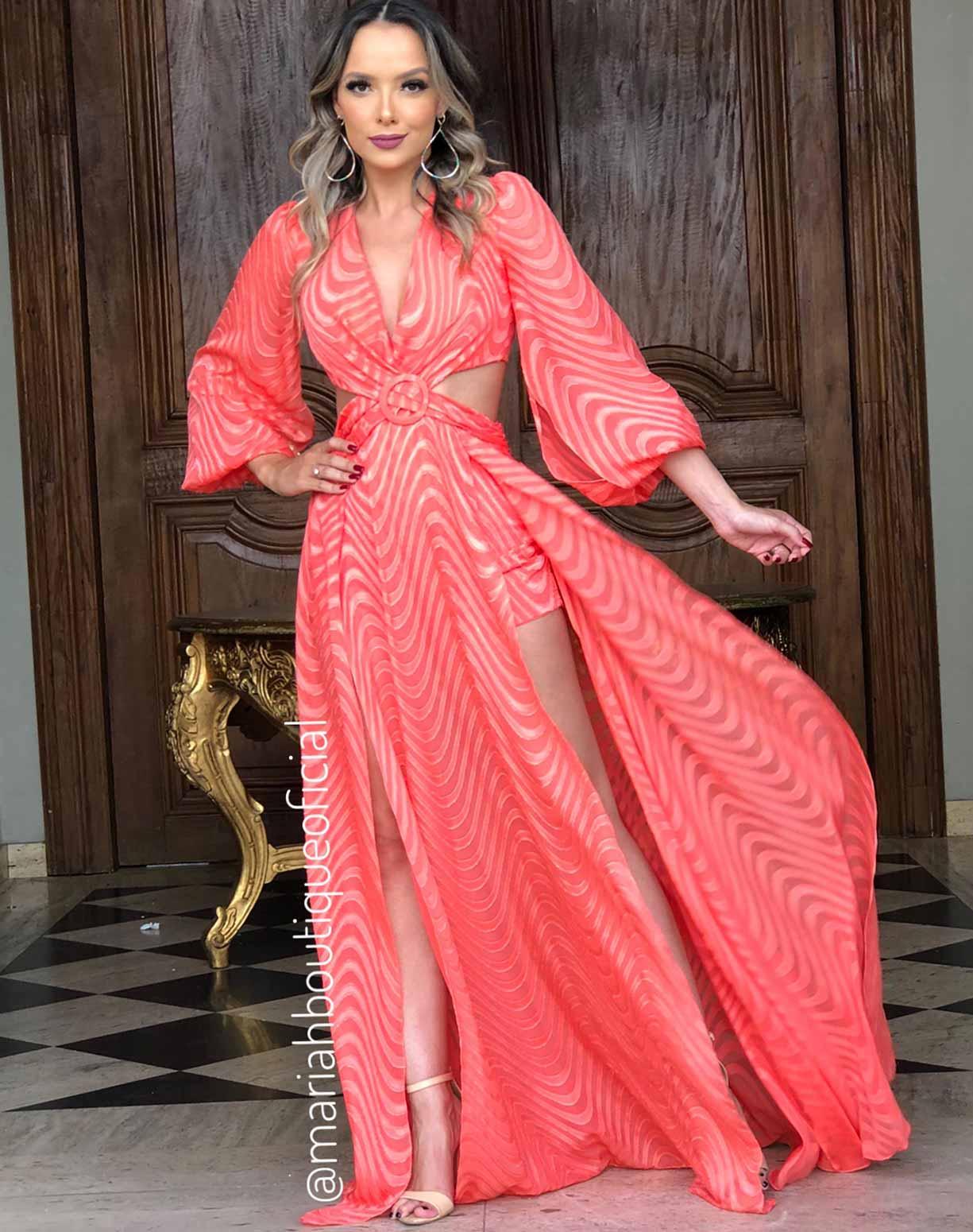 Vestido Coral Texturizado com Decotes e Fendas