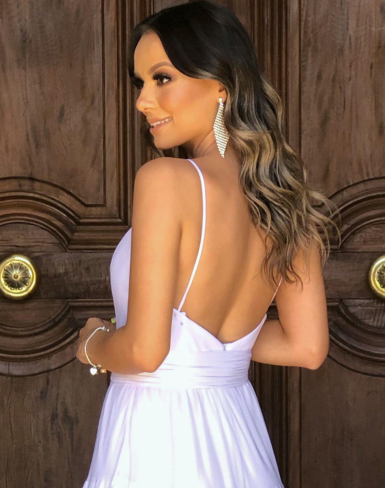 Vestido Branco de Tule Em Camadas