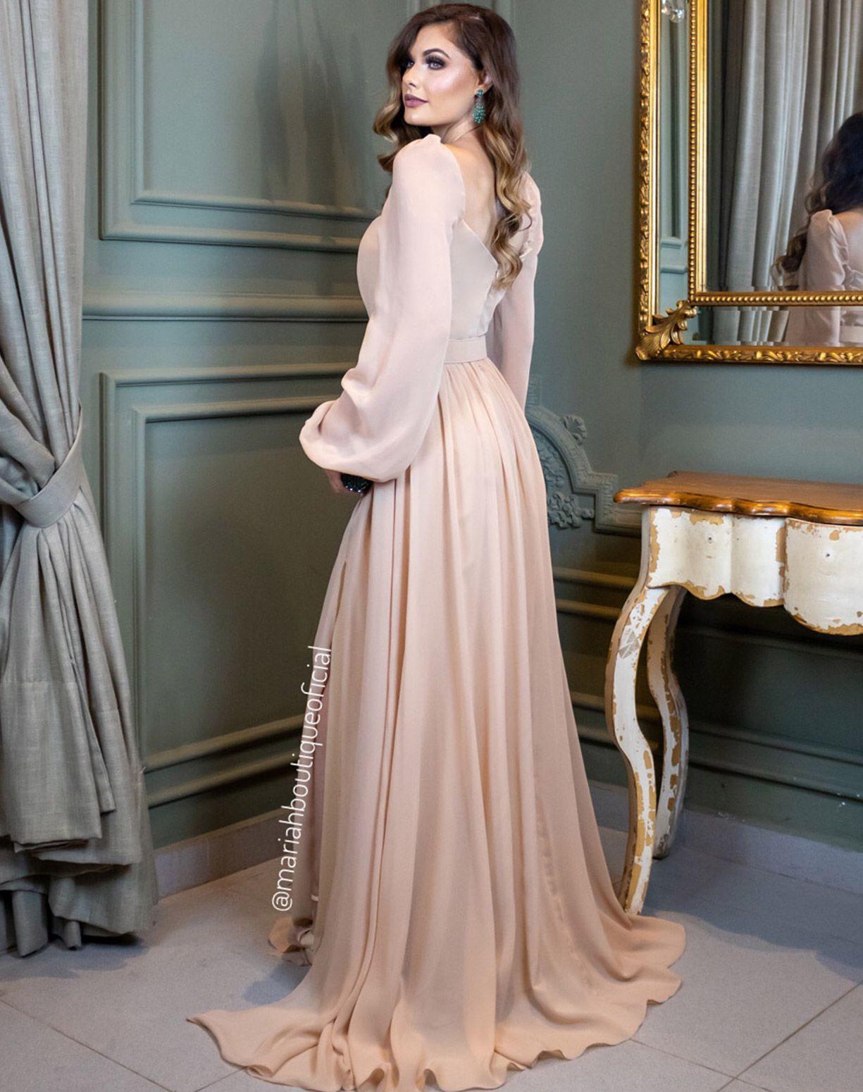 Vestido nude manga longa com fenda e cinto