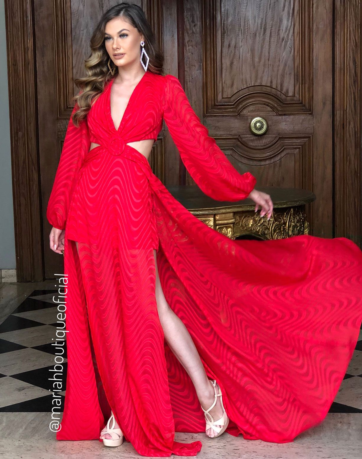 Vestido Vermelho Manga Longa Com Fendas