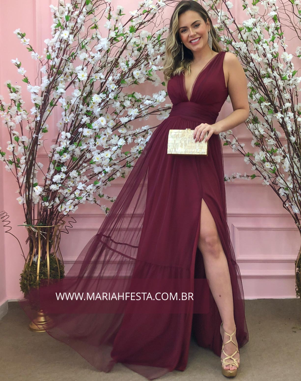 Vestido Marsala em Tule de Saia Evasê com Fenda
