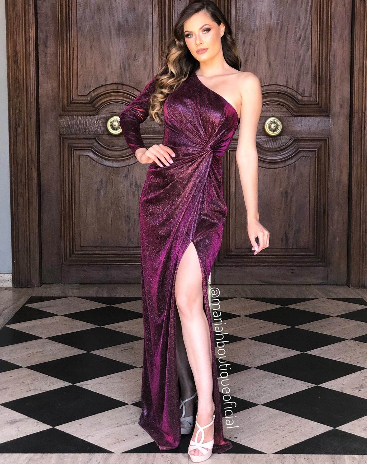 Vestido Marsala em lurex com glitter de um ombro só