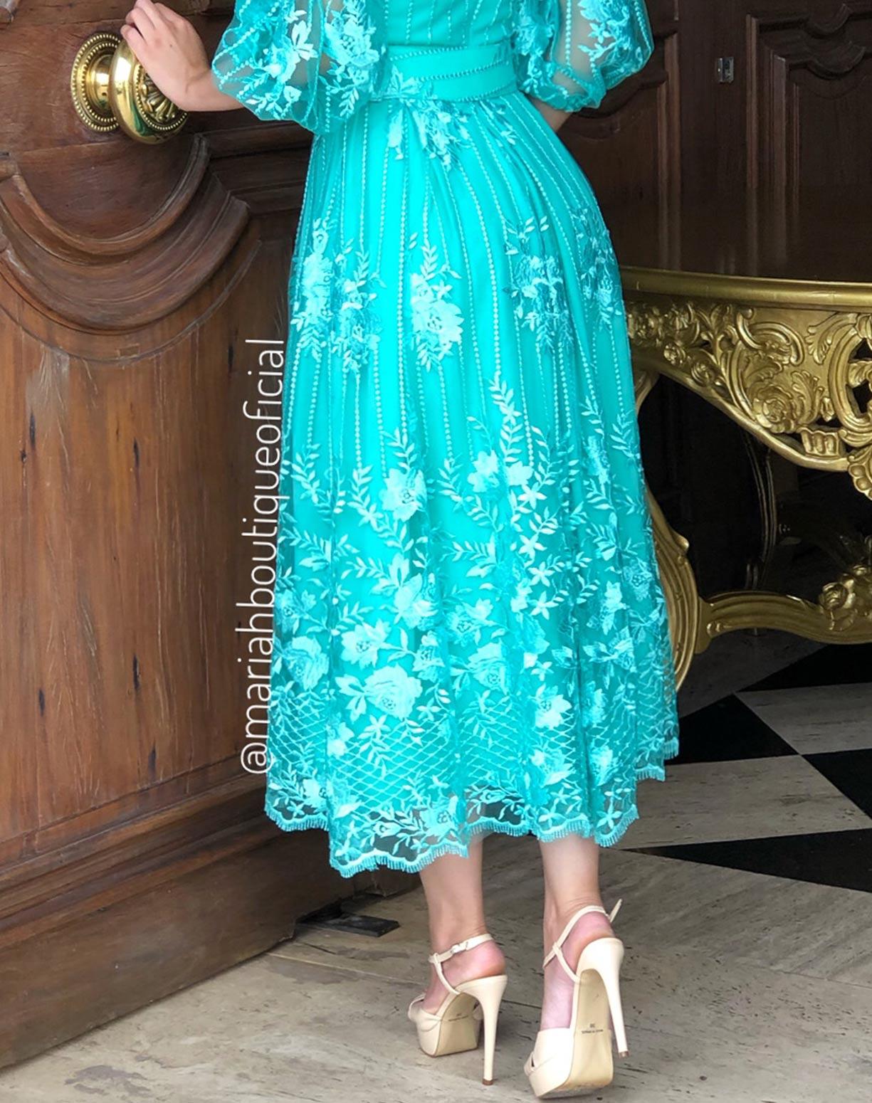 Vestido Tiffany MIDI em renda manga ciganinha