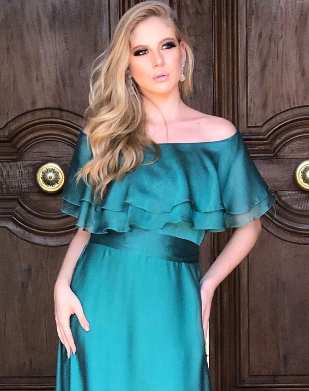 Vestido verde modelo ombro a ombro