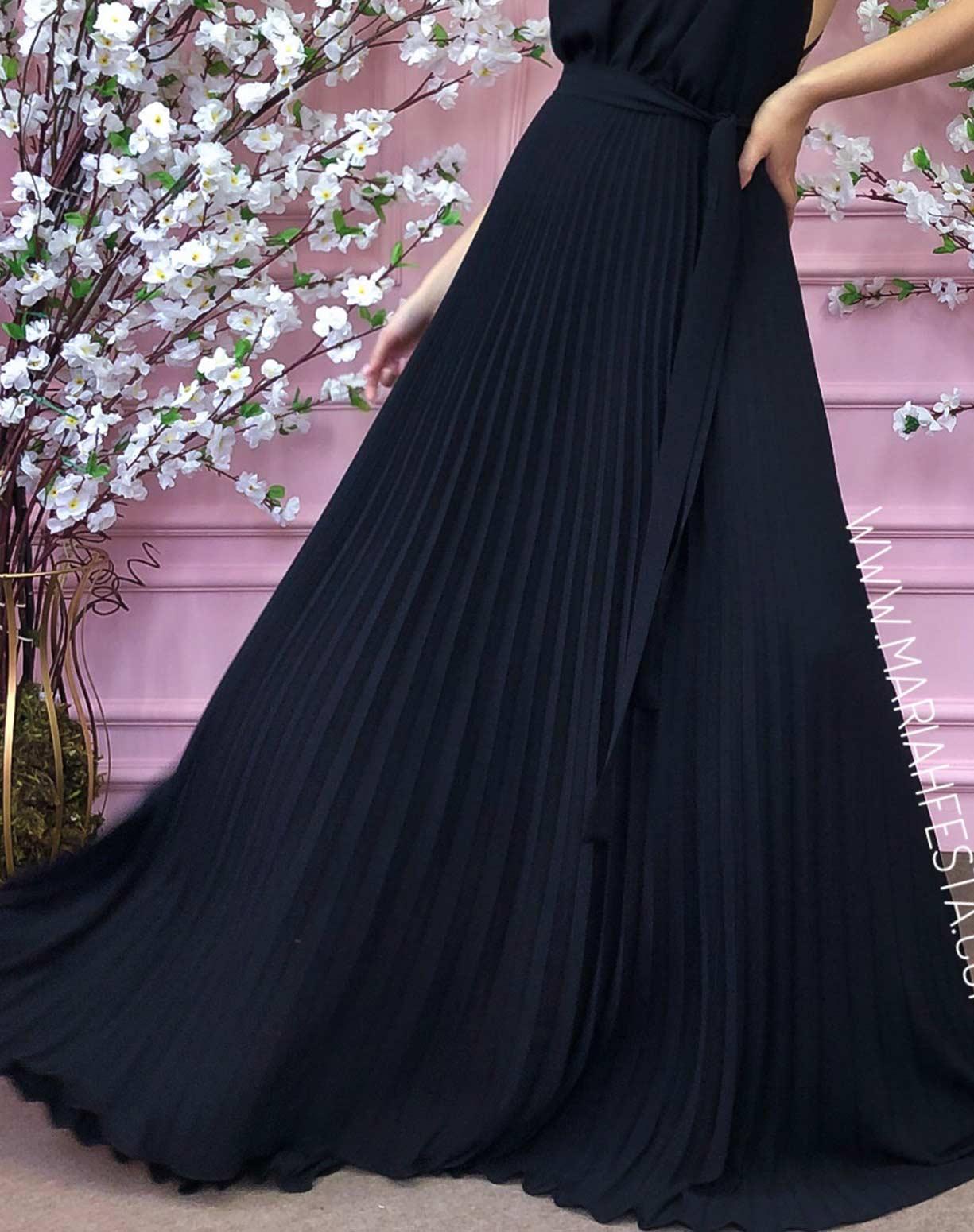 Vestido Preto com Decote nas Costas e Saia Plissada
