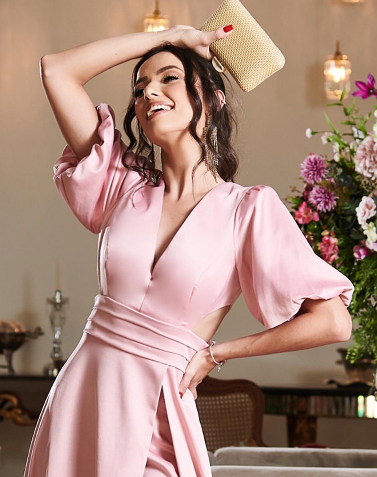 Vestido Rosê com Manga Bufante e Decotes