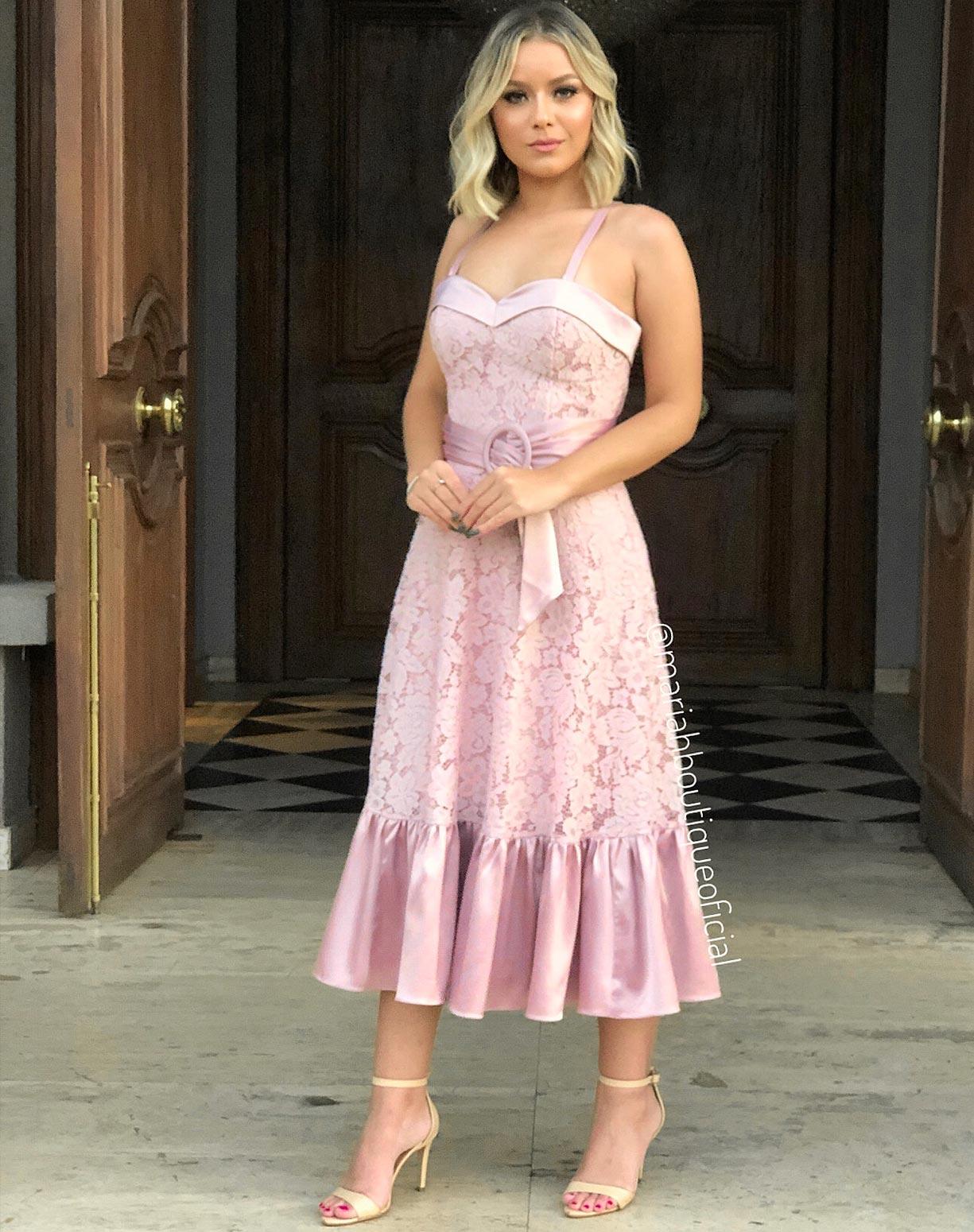 Vestido Rosê Midi em Renda Com Detalhes Acetinados