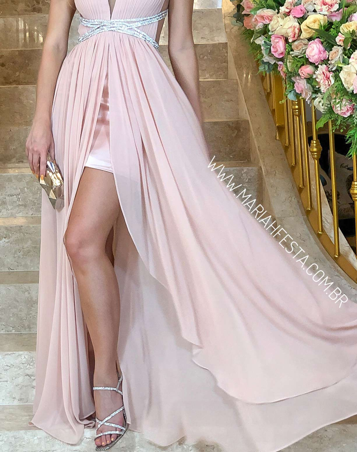 Vestido Rose Nude com Fenda e Bordados na Cintura