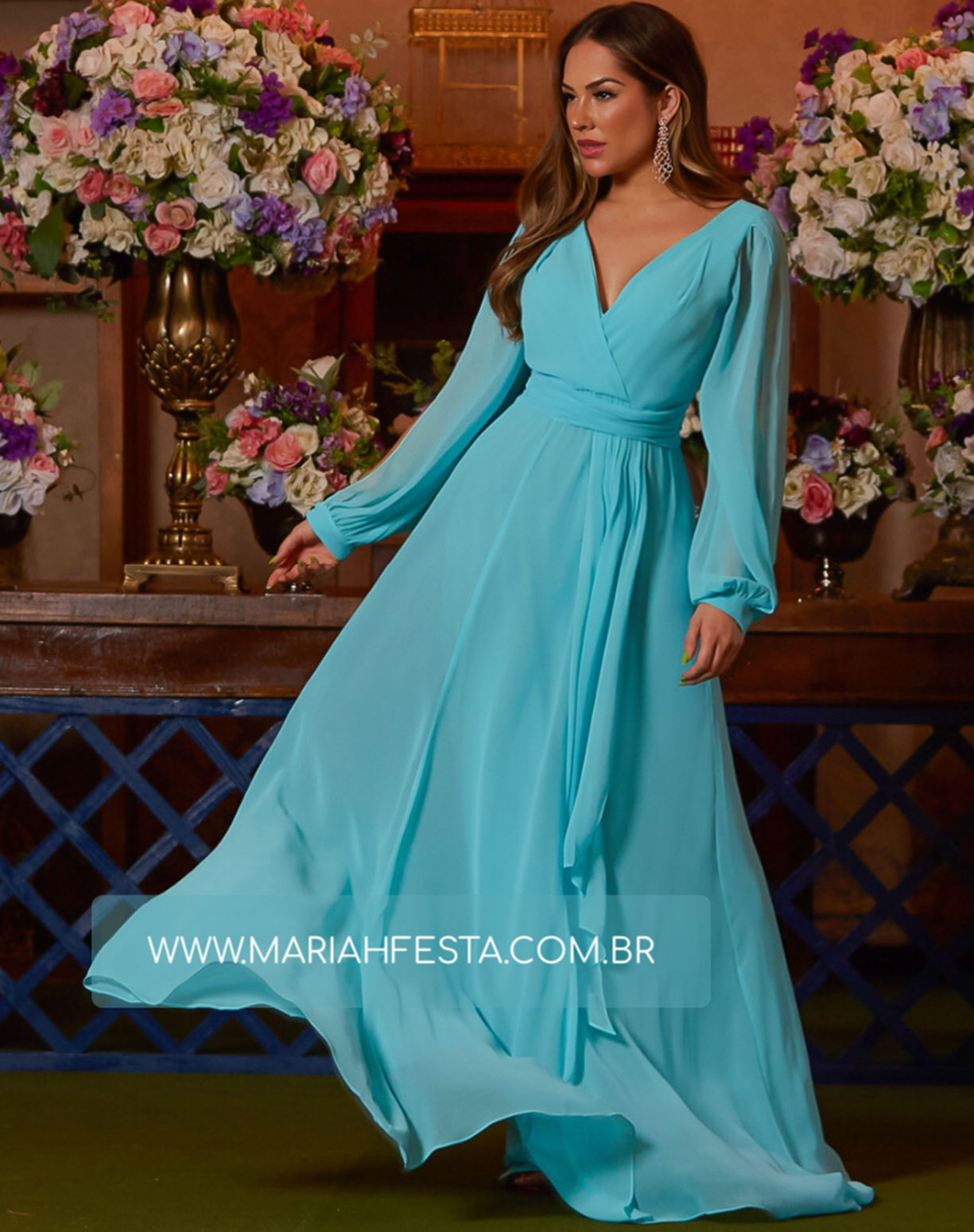 Vestido Tiffany Manga Longa com Decote nas Costas
