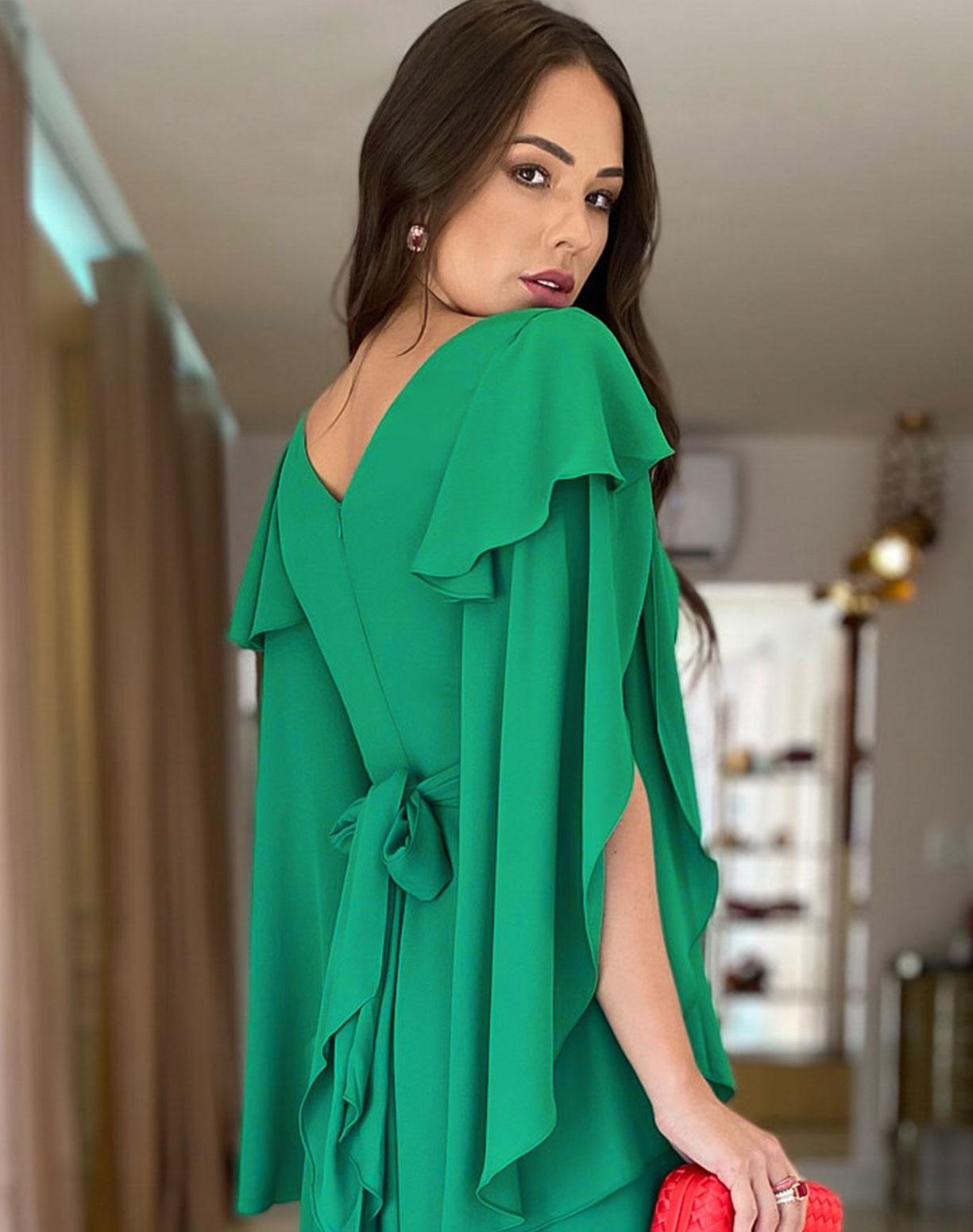 Vestido Verde Bandeira com Manga Assimétrica e Babados
