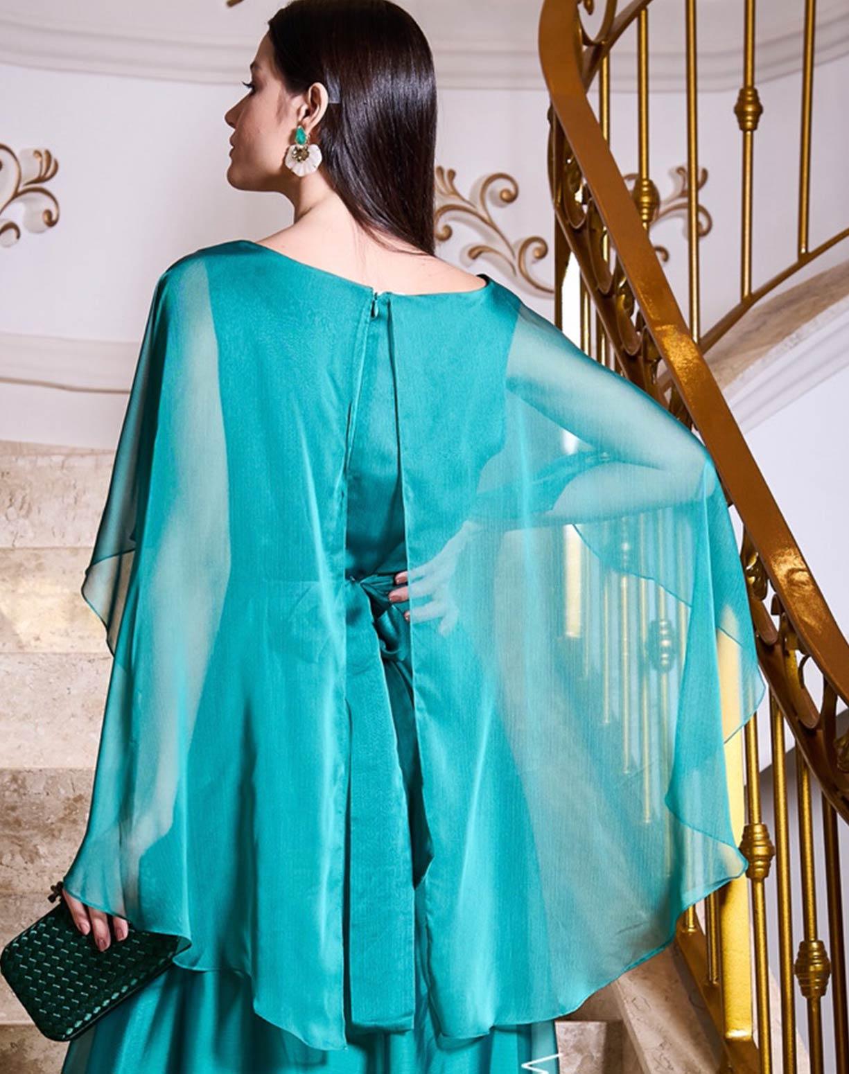Vestido Verde em Organza com Aplicação em Flores no Cinto