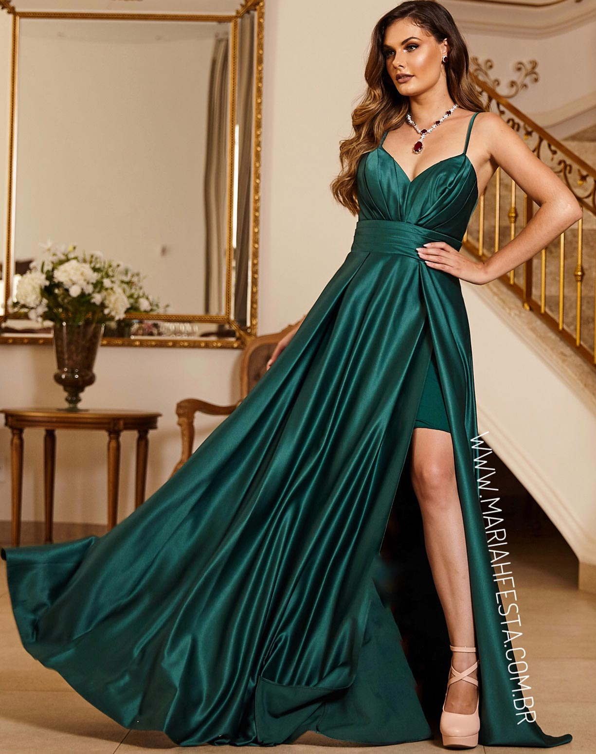Vestido Verde Esmeralda com Busto Drapeado e Fenda