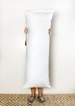Travesseiro body pillow 40x130cm Fibra Siliconada - Com Zíper & Fronha