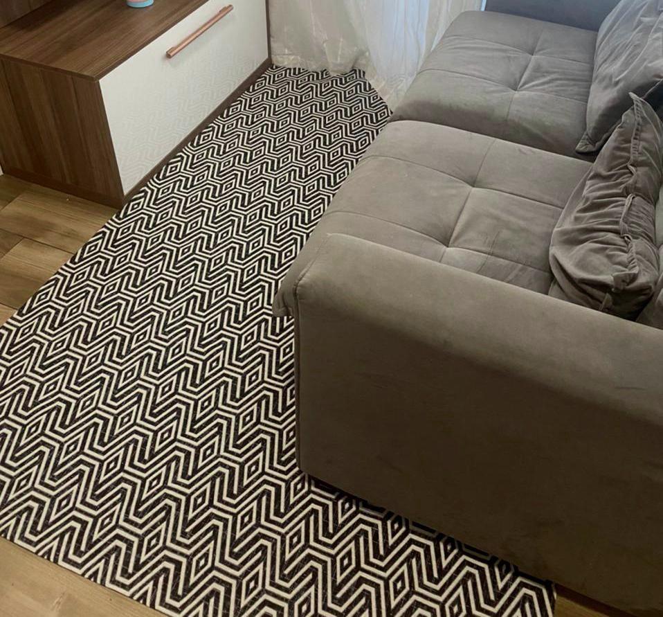 Tapete Sala Preto/Branco Geométrico 135x200cm Antiderrapante