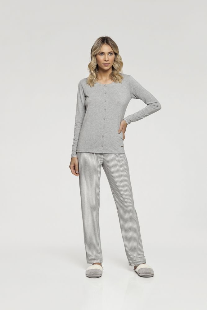 Pijama Manga Longa com Abertura Frontal
