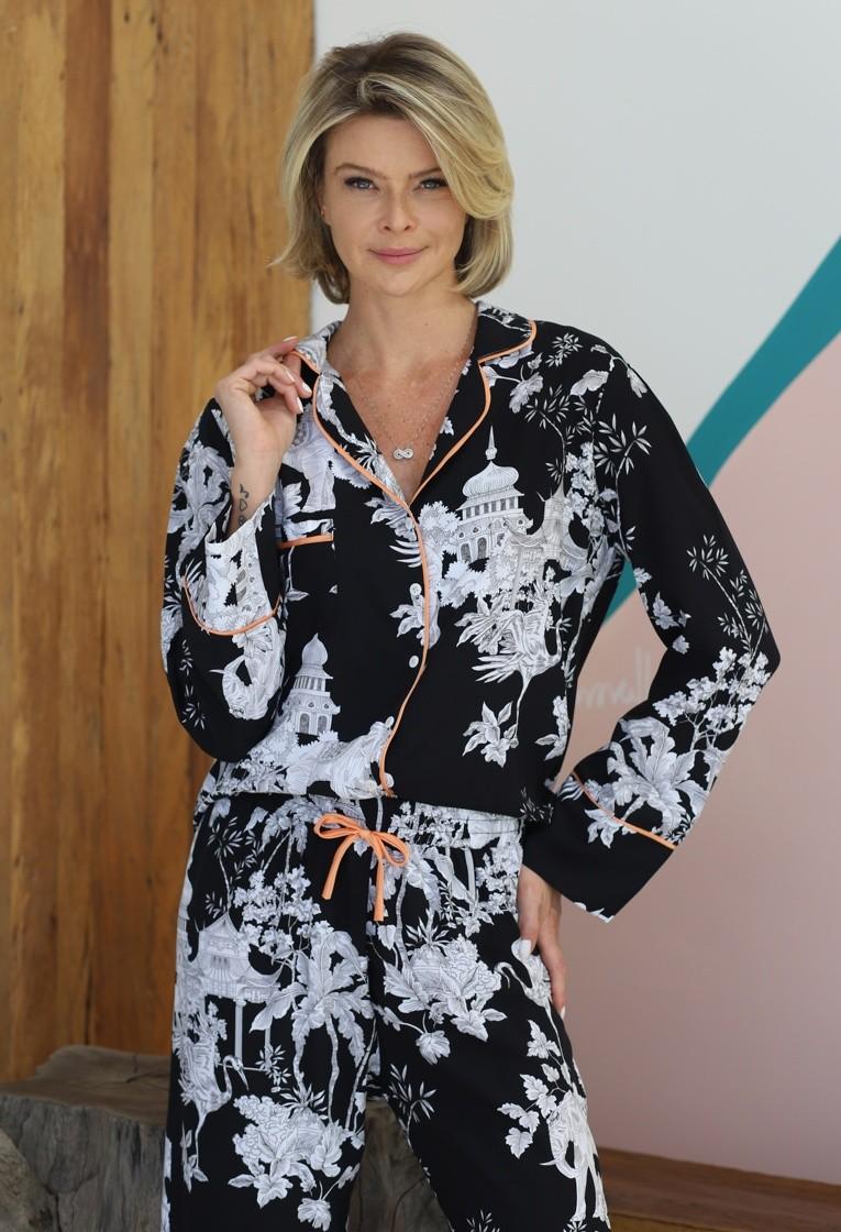 Pijama Manga Longa com Botões Preto