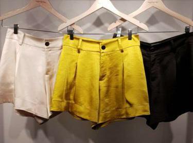 Shorts Cetim Morina