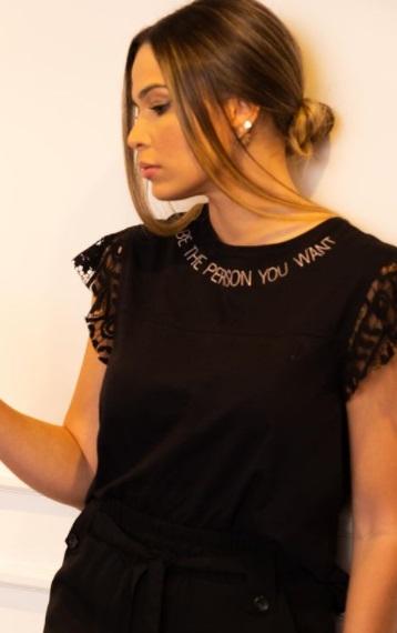 T-shirt detalhe Renda Karina Raiz