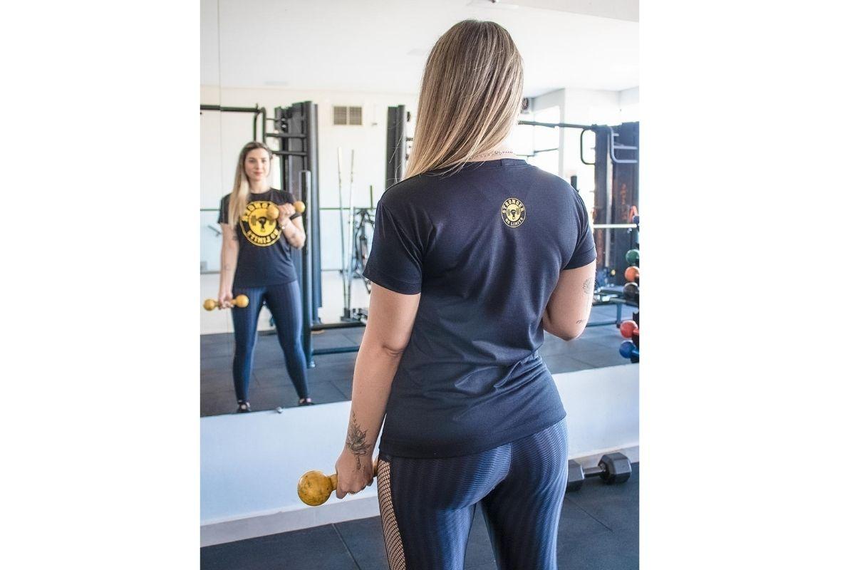 Camiseta Feminina Preta Be Stronger Silk Amarelo
