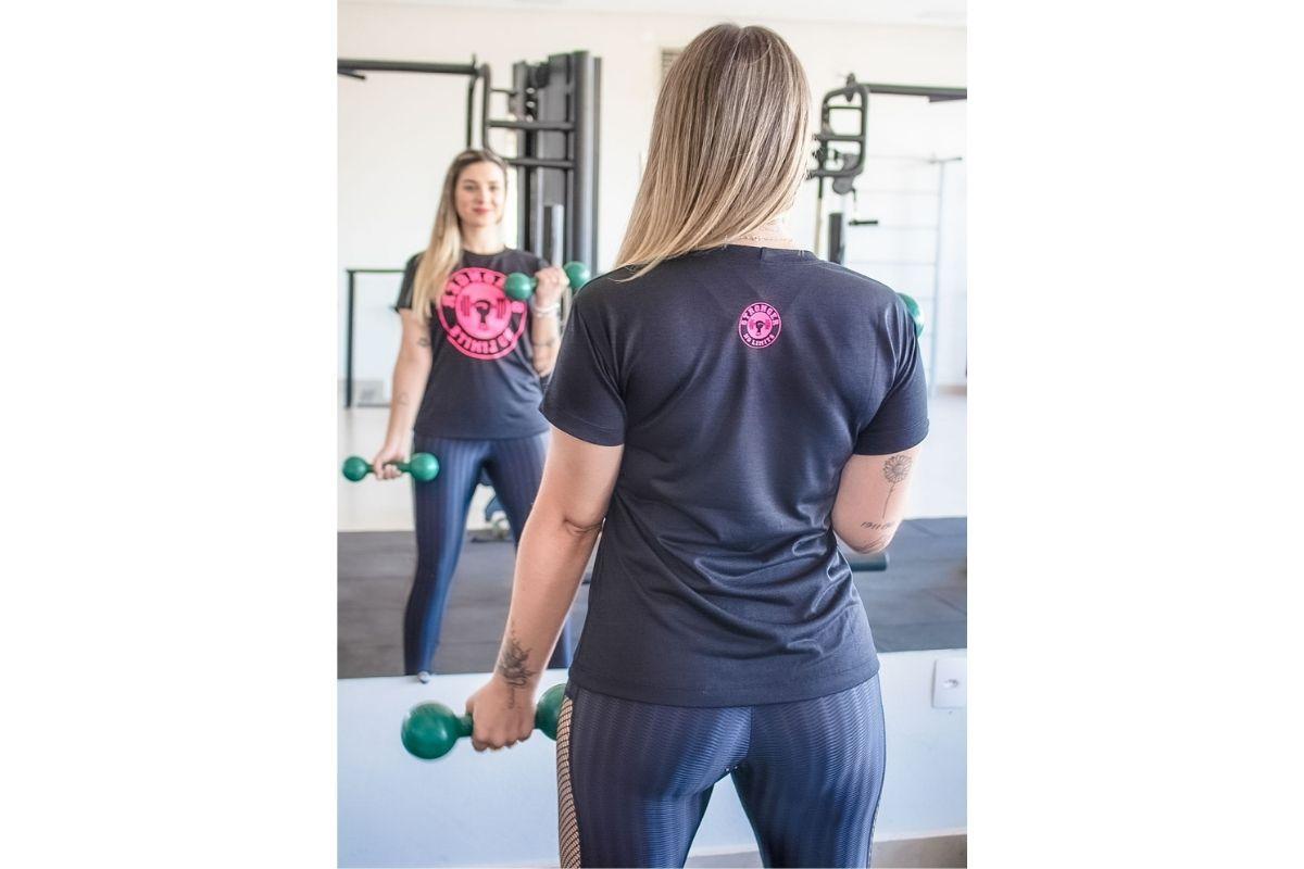 Camiseta Feminina Preta Be Stronger Silk Rosa Pink