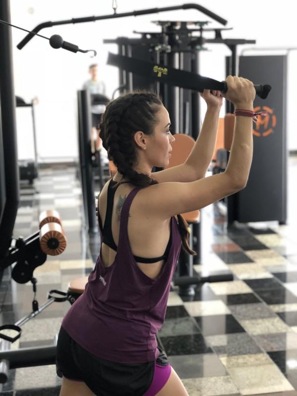 Puxador de Tríceps com Manopla (Crossover)