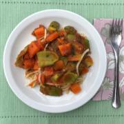 Espaguete de pupunha com molho de tomate e legumes