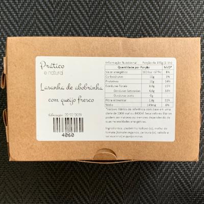 Lasanha de abobrinha com queijo fresco e molho de tomate