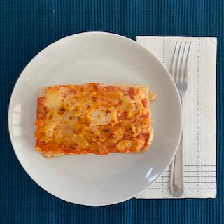 Lasanha de pupunha com queijo fresco e molho de tomate
