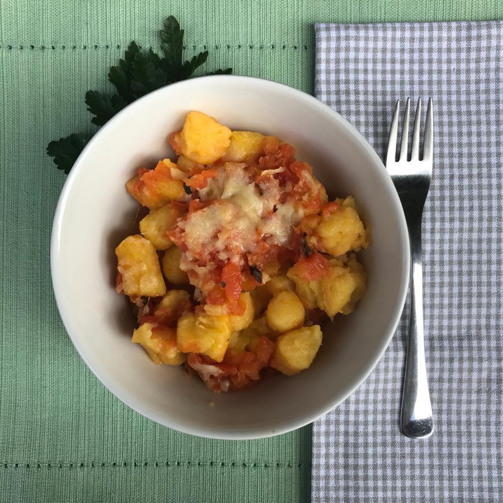 Nhoque de mandioquinha com molho de tomate rústico