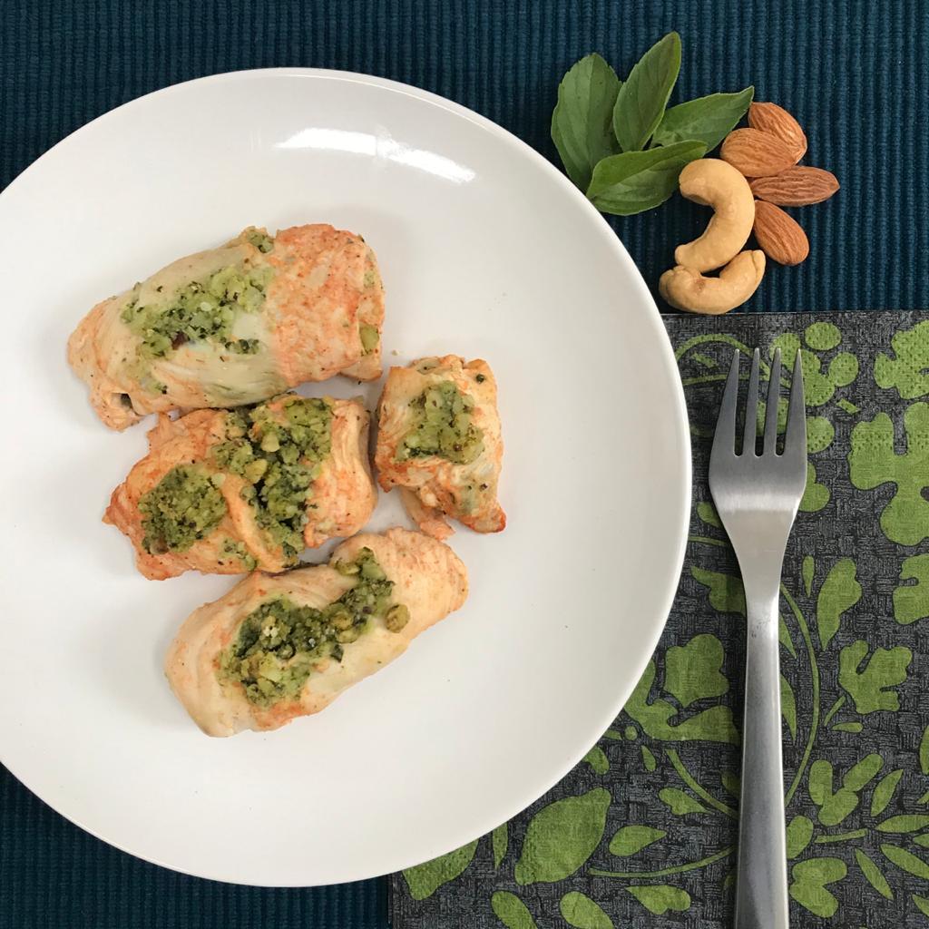 Peito de frango recheado com castanha + 2 acompanhamentos