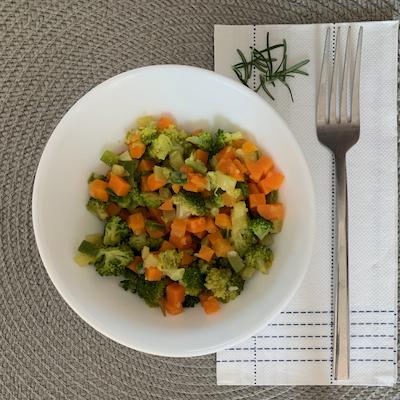 Refogado de cenoura, abobrinha, brócolis e ervilha torta