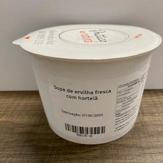 Sopa de ervilha fresca com hortelã