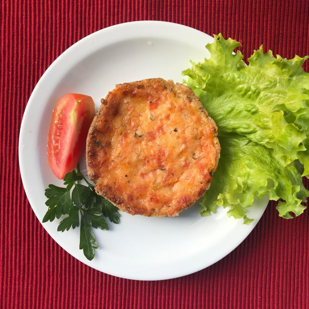 Torta integral de queijo fresco e tomate