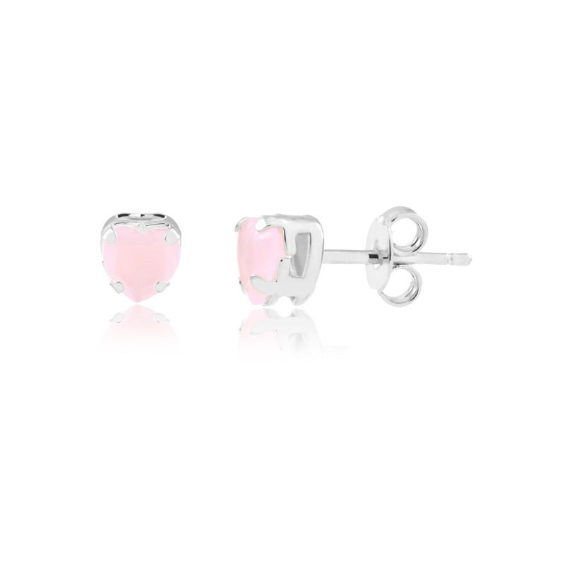Brinco pequeno com pedra natural rosa em formato de coração banhado em ródio branco