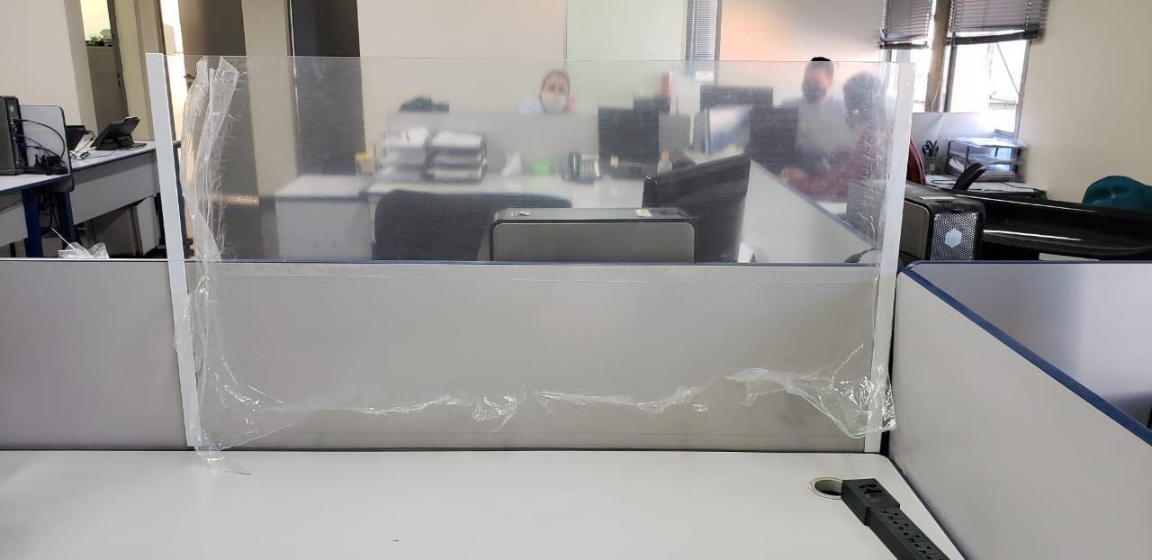 Divisória de baia em PETG 60x60cm