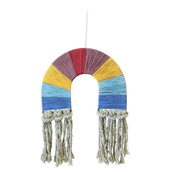 Adorno de parede arco íris com fios coloridos