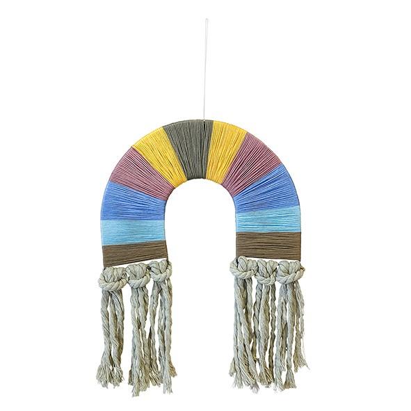 Adorno de parede arco íris com fios tons pasteis
