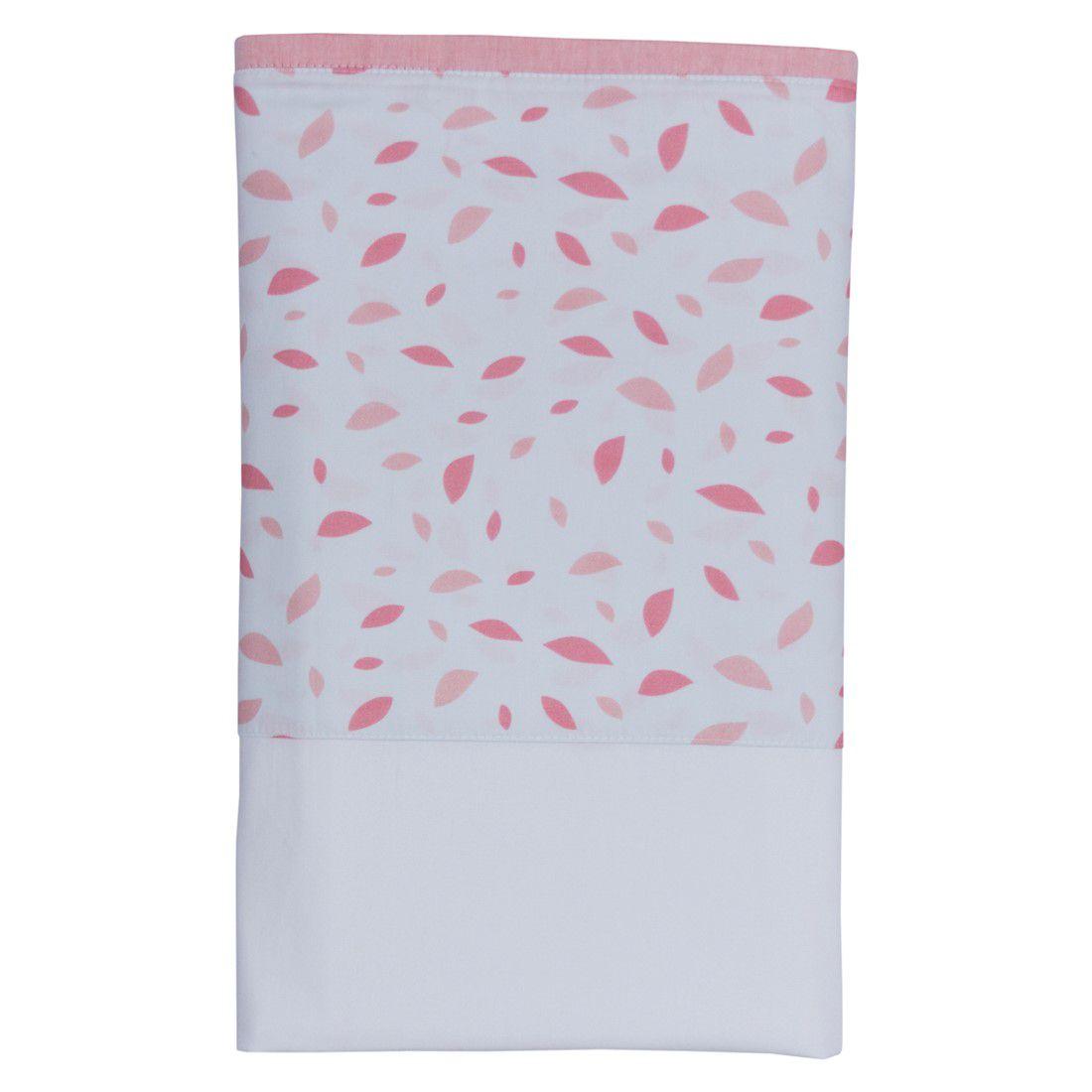 Lençol branco com vira chão de folhas rosa chá