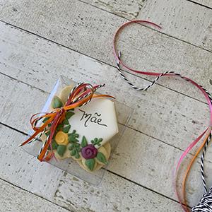 """Caixa de Biscoitos Decorados """"AMOR E FLOR"""""""