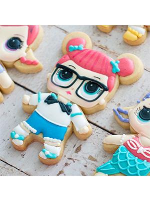 Cortador de Biscoito Teacher's Pet  (Menina/ Bonequinha com coques) (Tema Boneca LOL Surprise)