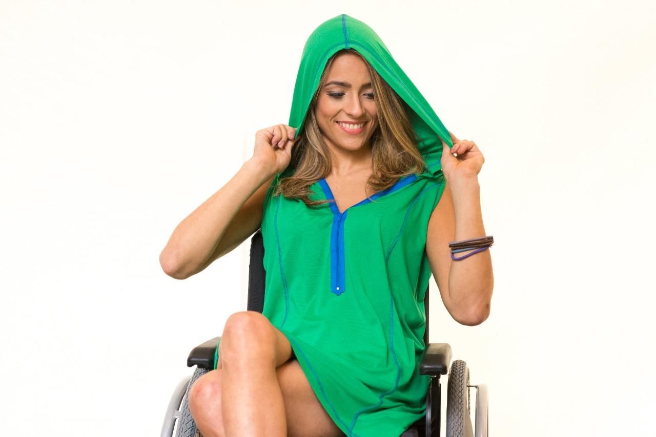 Vestido / Saidinha Adaptado para Cadeirantes Capuz e Cores