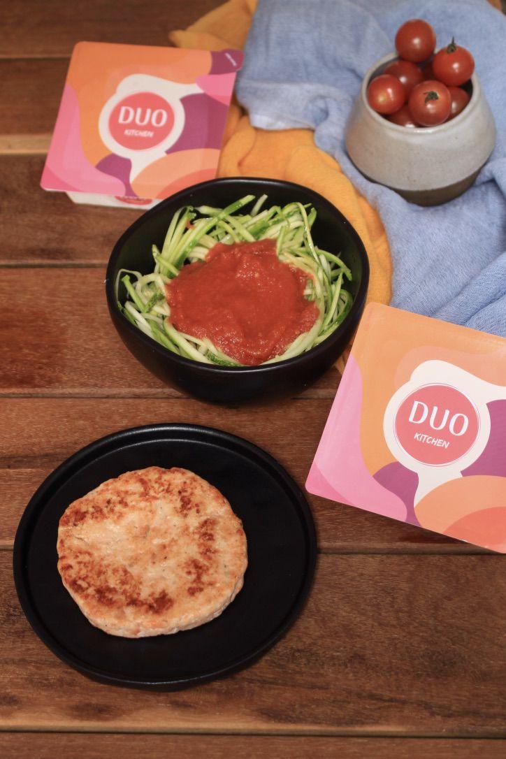 Hambúrguer de Salmão + Spaghetti de Abobrinha com molho de Tomate
