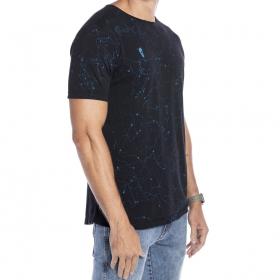 Camiseta básica marmorizada respingos em azul