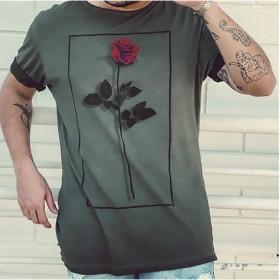 Camiseta cinza flor vermelha