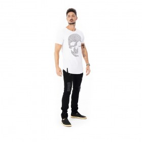 Camiseta Long line de caveira com aplicação em strass preto