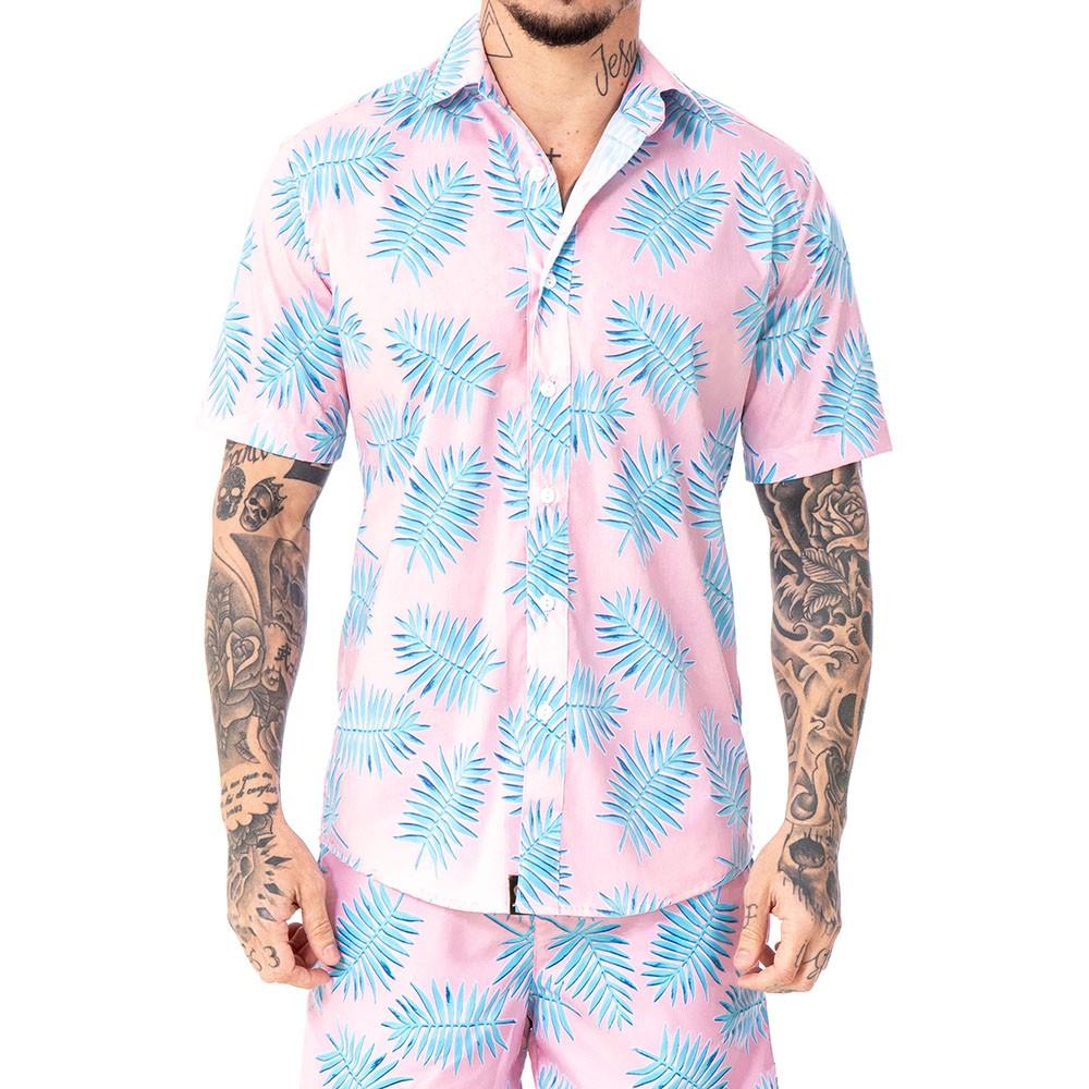 Camisa rosa com folhas azuis